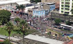 Protestan en la avenida Sucre de Catia por falta de alimentos - http://www.notiexpresscolor.com/2016/10/18/protestan-en-la-avenida-sucre-de-catia-por-falta-de-alimentos/