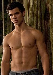 Twilight Workout Routine - Taylor Lautner Workout - Jacob Black Workout - Taylor Lautner gained 30 pounds of muscle in a year for his role in Twilight New Moon. Let's take a look at how he did it. Mtv Movie Awards, Hollywood Men, Hollywood Celebrities, Male Celebrities, Jacob Black, Taylor Lautner Shirtless, Michael Bay, Johny Depp, Twilight Movie