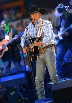 George Strait Photos - George Strait's The Cowboy Rides Away Tour Final Stop At ATT Stadium - Show - Zimbio Country Musicians, Country Music Artists, Country Music Stars, Country Singers, George Strait Family, Mountain Music, Lucky Ladies, Hot Actors, King George