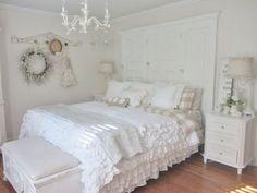 schlafzimmer ideen gestaltung shabby chic vintage weiß tagesdecke mit rüschen