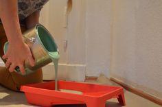 Vorbereitungen treffen: Farbe abfüllen für´s Streichen