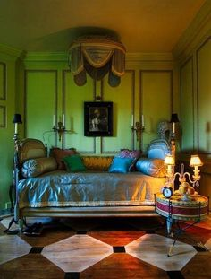 . Sumptuous and richly dressed  daybed