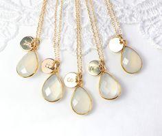 Ketten für die Brautjungfern mit Anfangsbuchstabe / romantic necklaces for the…