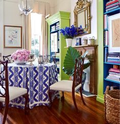 Blue White Ikat Skirted Table Pleats Dining Room Ware M Porter Green Bookcases In Ware M. Porter's New Orleans dining room an octagonal table is covered in a timeless blue and white China Seas fabric. Explore more of his fabulous home and store here. Interior Design Tips, Interior Design Inspiration, Interior Decorating, Decorating Ideas, Decor Ideas, Tropical Interior, Tropical Decor, Tropical Furniture, Tropical Colors