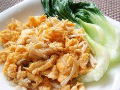 エノキと卵だけで簡単&美味しい中華♪ ★1000レポ感謝★卵とえのき、ここにオイスターソースとゴマ油を入れたら、コク旨中華に変身!しっかり味でご飯が進みます。