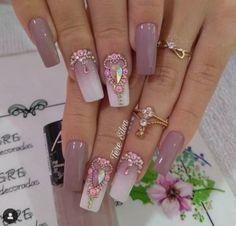 Se Vc Ama Unhas Clique 2 Vezes na Foto e Aprenda Técnicas de Manicure Profissional Gem Nail Designs, Accent Nail Designs, Creative Nail Designs, Creative Nails, Rhinestone Nails, Bling Nails, Fabulous Nails, Gorgeous Nails, Cute Nails