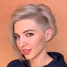 Short Shaved Hairstyles, Bob Hairstyles For Fine Hair, Mom Hairstyles, Haircut For Thick Hair, Undercut Hairstyles, Hairdos, Short Bob With Undercut, Undercut Bob Haircut, Shaved Undercut