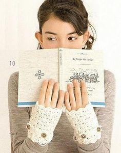 Free Crochet Pattern wrist warmer