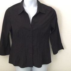 """Fred David Stretch blouse XL Fred David Stretch blouse XL (approx 21"""" under arm to under arm, waist is approx 18"""" across)  74%poly/22%nylon/4%spandex Fred David Tops Blouses"""