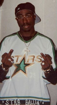 2Pac Hip Hop Artists, Music Artists, Tupac Art, Tupac Poems, Tupac Wallpaper, Hype Wallpaper, 2pac Music, Tupac Pictures, Tupac Makaveli