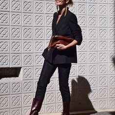 Simple tips to look more stylish in your work clothes Look Casual Otoño, Casual Chic, Womens Fashion For Work, Work Fashion, Women's Fashion, Fashion Trends, Dress Code Casual, Simple Black Dress, Fall Outfits