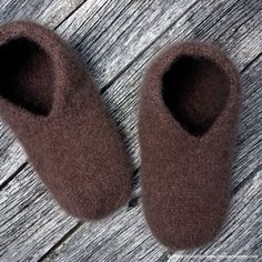 Tovede tøfler - steg for steg - Borrow my eyes Knitting Socks, Knitted Hats, Felted Slippers, Knitting Patterns, Crochet Pattern, Bindi, Crochet Afghans, Holidays And Events, The Borrowers