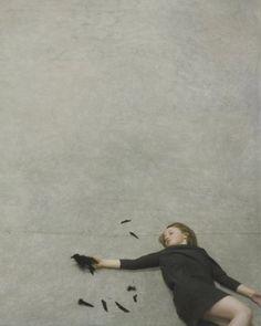 ある男の物語。アメリカの写真家ロバート&シャナ・パークハリソン夫妻のシュールで詩的な写真作品