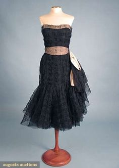 Coco Chanel Couture Evening Dress, Augusta Auctions, April 2009 Vintage Fashion and Textile Auction, Lot 361 Chanel Couture, Couture Fashion, 1950s Fashion, Vintage Fashion, Coco Fashion, Chanel Fashion, London Fashion, Karl Lagerfeld, Mademoiselle Coco Chanel