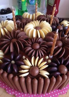 Chocolate Button Cake floral pattern milk, white and dark chocolate buttons Chocolate Button Cake, Chocolate Buttons, Chocolate Frosting, Chocolate Desserts, White Chocolate, Baking Recipes, Cake Recipes, Dessert Recipes, Decoration Patisserie