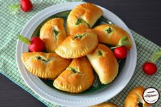 Empanadas, Cantaloupe, Deserts, Muffin, Food And Drink, Appetizers, Pizza, Yummy Food, Bread