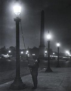 Брассаи (Brassai). Lighting the Lamps, Place de la Concorde, circa 1932-1933