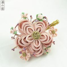 So, 2015 will be an exciting year for maiko kanzashi lovers, as I'm quitting regular sales of kanzashi (though all trades and current commissions will be finished!) and getting back to making maiko...
