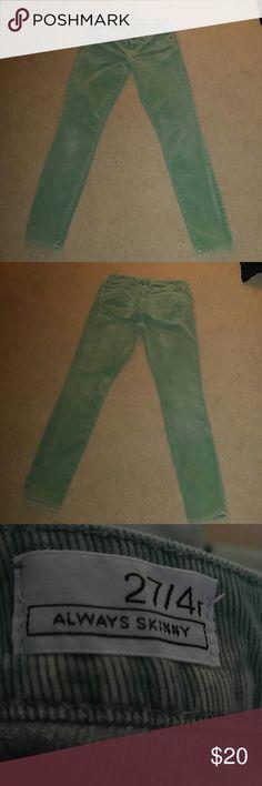 "GAP 1969 Kelly Green Always Skinny Cord Excellent condition. Sz 4R. Inseam 31"". Waist 27"". GAP Jeans Skinny"