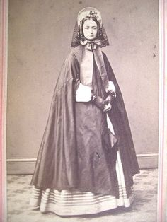 another spoon bonnet with veil
