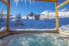 Situé à 1900m d'altitude, l'Annapurna est l'hôtel le plus haut de Courchevel. Plongez dans l'univers Nature, Luxe & Prodige au sein du Spa NUXE et bénéficiez d'une vue unique sur les montagnes environnantes. #NUXE #Spa #SpaNUXE #Détente #BienEtre #Cocooning #Beauty #Courchevel #ski