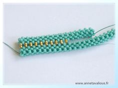 Right-Angle Weave - Anneta Valious design with very detailed pictures, tutorial … Beaded Jewelry Designs, Seed Bead Jewelry, Jewelry Making Beads, Bead Earrings, Beaded Beads, Beads And Wire, Beaded Bracelets, Beading Techniques, Beading Tutorials