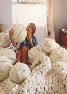 Big yarn Giant super bulky Merino EPIC EXTREME Arm knitting kit Chunky wool knit blanket Very thick Großes Garn Riesige Riesige Merino EPIC . Giant Knitting, Knitting Kits, Knitting Wool, Knitting Patterns, Knitting Socks, Arm Knitting Tutorial, Crochet Patterns, Wool Yarn, Plaid Grosse Maille