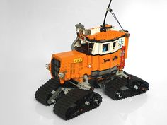 Lego snow crawler from the flickr photostream of Pierre E Fieschi.