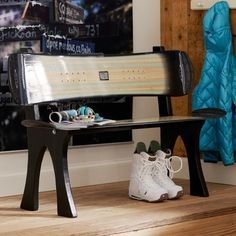 Snowboard bench? Neat idea I know My fiance has an old snowboard he doesn't use any more. Might have to try this!