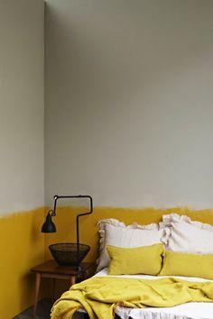 peinture-chambre-jaune-et-gris-des-couleurs-douces-pour-une-deco-chambre-adulte. Home Deco, Home Bedroom, Bedroom Decor, Master Bedroom, Bedroom Ideas, Bedroom Storage, Bedroom Wall, Half Painted Walls, Half Walls