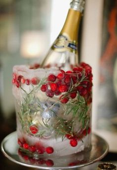 Chic holly & ice bucket.