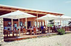 Seejungfrau Jois – Seelebaumeln am See Location, Restaurant Bar, Austria, Pergola, Restaurants, Outdoor Structures, Outdoor Decor, Wedding, Travel