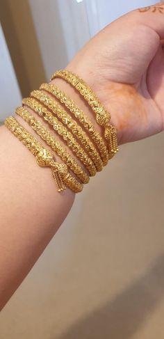 Dubai Gold Jewelry, Mens Gold Jewelry, Gold Jewelry Simple, Dubai Gold Bangles, Graff Jewelry, Wire Jewelry, Jewelery, Gold Bangles Design, Gold Earrings Designs