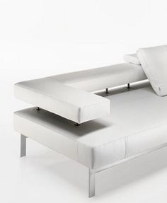 Clean and minimal, Halifax Lama sofa by Mauro Lipparini for Tisettanta _