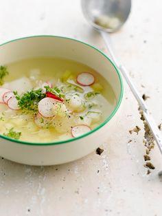 Klare Suppe mit Radieschen und Spargel | http://eatsmarter.de/rezepte/klare-suppe-mit-radieschen-und-spargel