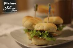 http://thetravelerandthefoodie.com/cafe-im-here-tomas-morato-quezon-city/