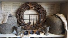 Nisje in de winkel Stoer/Sober Wonen Antique Decor, Wood Creations, Sober, Grapevine Wreath, Grape Vines, Wreaths, Interior Design, Antiques, Crafts
