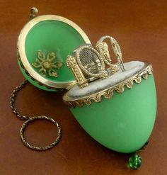 ANTIQUE PALAIS ROYAL APPLE GREEN OPALINE SEWING SET ETUI FINGER CHATELAINE