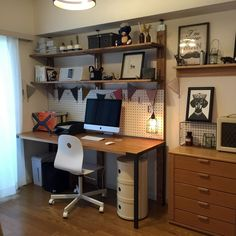 Amazing small efficient home office to refresh your home Workspace Design, Home Office Design, House Design, Diy Computer Desk, Diy Desk, Room Interior, Interior Design Living Room, Small Home Offices, Small Space Interior Design