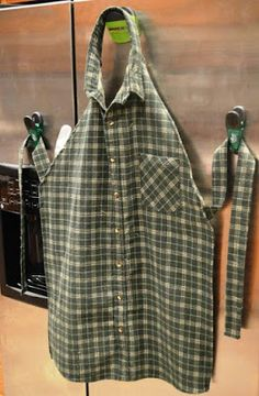 Diy Sewing Projects Create an Awesome Apron from a repurposed men's shirt! - You can make and apron from an old men's shirt. This men's shirt apron makes for one of the cutest upcycles that we've ever seen. Sewing Basics, Sewing Hacks, Sewing Tutorials, Sewing Crafts, Sewing Tips, Sewing Ideas, Upcycled Crafts, Diy Crafts, Sewing Lessons