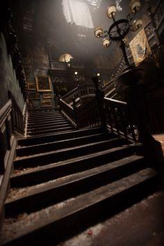 Looks like The Haunted Mansion Nancy Drew game Crimson Peak Director: Guillermo del Toro Production Design: Tom Sanders Crimson Peak, Slytherin Aesthetic, Gothic Aesthetic, Gothic House, Gothic Mansion, Gothic Architecture, Architecture Sketches, Aesthetic Wallpapers, Light In The Dark
