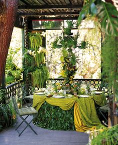 Gorgeous green tablescape