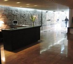 BI68248 - Pcia de  Neuquen  -  Capital. Tipo: Hotel 3* Hab.: 37 - Categoría 3* - Estado: Muy bueno Sup. Cub. : 2.500 Mts2 - Terreno: 500 Mts2 El edificio no sólo cuenta con el hotel, también esta montado el lavadero y un local en el frente el cual sería optimo para confitería o restobar. En el 1er piso se desarrolla una vivienda de aproximadamente 200 mts2. Calefacción. Servicio Internet Wi FI en recepción, sala y desayunador.