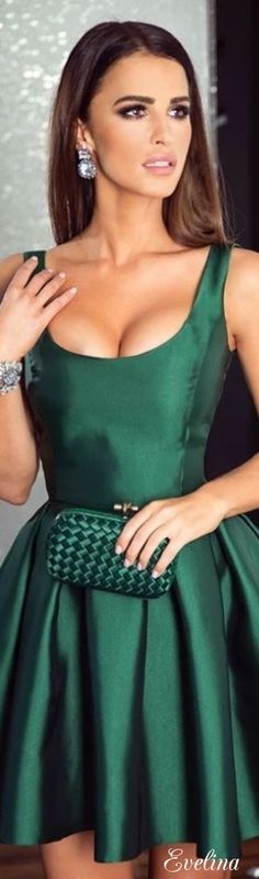 Amazing short green dress and bag Classy Outfits, Cool Outfits, Fashion Outfits, Womens Fashion, Short Green Dress, Gala Dresses, Green Silk, Green Fashion, Shades Of Green