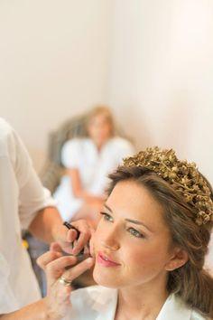 Tocados, coronas y velos de novia // Bridal headpieces, crowns & Veils: diadema dorada por Helena Mareque