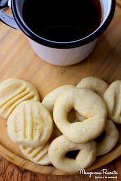 """Esses Biscoitos de Leite em Pó são ótimos petiscos para aquele momento """"fominha"""" por um doce. Clique na imagem para ver a receita no blog Manga com Pimenta."""
