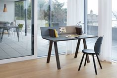 For an organized desk - Ovolo ist the right choice Work Station Desk, Work Desk, Office Desk, Interior Design Layout, Layout Design, Minimalist Desk, Writing Desk, Desk Organization, Designer