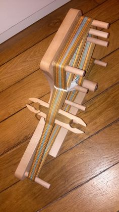 Buy a loom or build it? Weaving Loom Diy, Inkle Weaving, Inkle Loom, Colourful Wallpaper Iphone, Pop Up Window, Loom Patterns, Pattern Design, How To Look Better, Simple