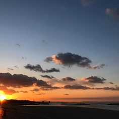【lovelyyoshio】さんのInstagramをピンしています。 《Sayonara 2016, Welcome 2017. 2017年の目標はとっとと経営者に戻ることです。もうサラリーマン飽きた。  #sunset #sun #2016 #endoftheyear #winter #sky #osaka #japan #awajishima #instanature #ocean#beach #空 #イマソラ #夕焼け  #夕日 #茜空 #雲 #大阪 #海 #砂浜  #淡路島 #大晦日 #2017 #osakabay #december》