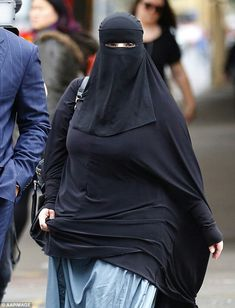 The has always worn a full-face niqab at court appearances in Sydney… Arab Girls Hijab, Girl Hijab, Muslim Girls, Beautiful Muslim Women, Beautiful Hijab, Arabian Beauty Women, Niqab Fashion, Hijab Stile, Muslim Women Fashion